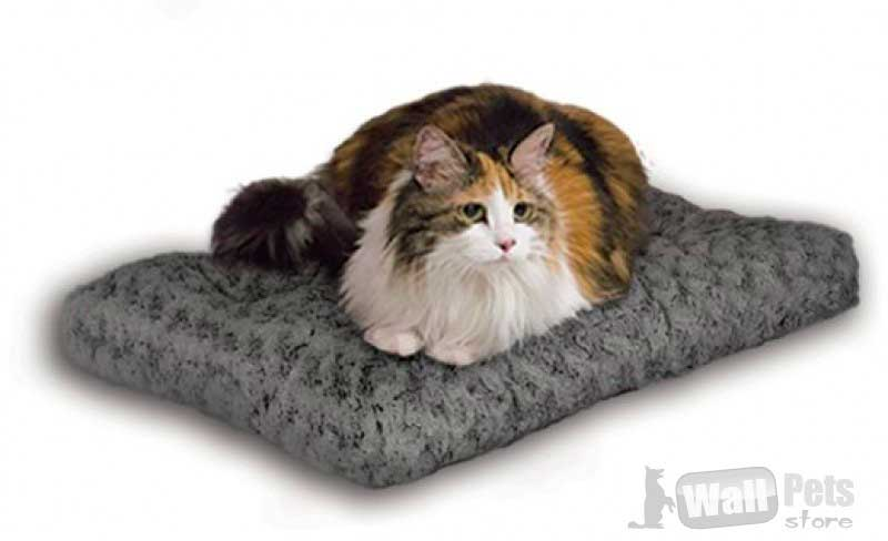 Плюшевая лежанка для кошек