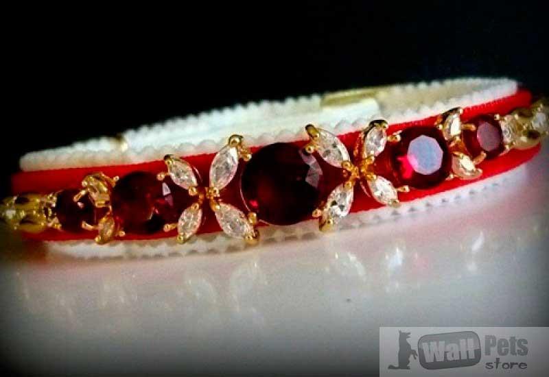 Ошейник с кристаллами в форме бабочки