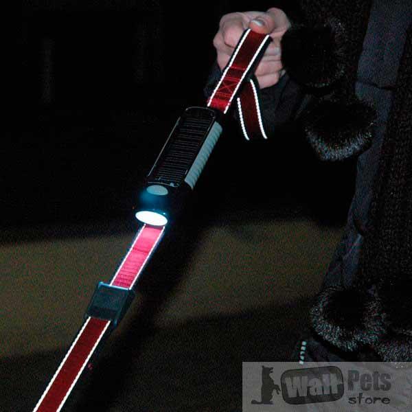 Поводок с фонариком для прогулок в темное время